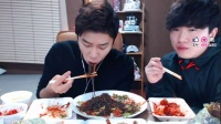 吃播微信:13851276916——232大胃王吃出个未来·韩国女主播吃货韩国吃播吃饭直播真的是什么都吃,大胃王减肥美食视频美食人生大学生做菜