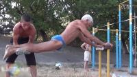 [健人推广]俄73岁老大爷街头健身