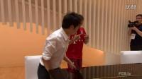 郎朗拜访拜仁酒店 展现钢琴绝技