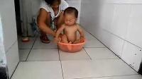 小家伙洗澡2_标清