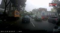 【油管车祸】 Singapore Driver Jam Brakes In The Middle Of The Road Before ERP Gantry