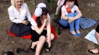 乌克兰美女战争中痛失男友,只能用酒精疗伤