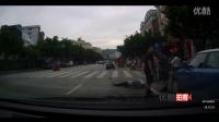 监拍:行人被撞无人援手  最美退伍老兵主动下车救人引反响