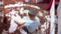 看萌娃如何折腾你的家 搞笑可爱的宝贝视频103