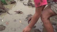 花虫鸟林挖芋头-滚蛋吧面具君抛下一切顾虑和孩子跳进泥里玩耍原来快乐如此简单