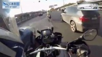 实拍:帅呆了!女骑士在市区骑宝马S1000RR飙车 我竟然追不上...