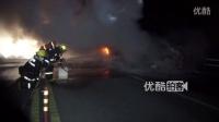 【拍客】实拍宝马车撞上停路边货车起火