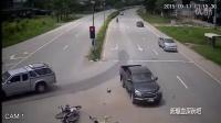 谁的错?路口如虎口 通行需谨慎!