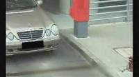 女人开车停车_标清