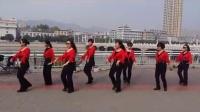 雨梦迟歌队的姐妹们嬉戏于清水河畔