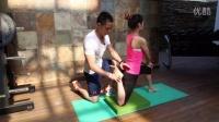 健美训练 股四头肌肉被动拉伸 健身美女完美姿势示范