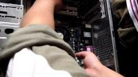 电脑组装教程4将主板放入到机箱中