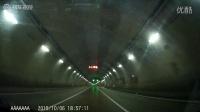 夜晚隧道如梦幻般