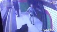 [K分享] 监控:男子地铁杀人未遂
