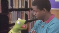 ESLfunZone Kermit the Frog with LeVar Burton - Reading Rainbow