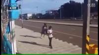 [K分享] 女子被抢包后的机智反应