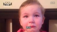 [K分享] 3岁小萝莉自己当起理发师,她給爸爸的理由让人又好气又好笑 (中文字幕)