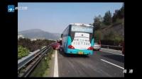 警方发布:浙江乐清——客车碾压轿车  交警称事故很典型  新闻深一度 160112