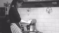 伦敦烘焙师Lily Jones用可食用鲜花装点浪漫蛋糕