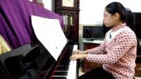 十二岁小女孩方宇佳 演奏钢琴曲《童年的回忆》学习演练中