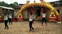 漳浦县溪坂小学学生在村庄民俗节日活动中表演舞蹈节目