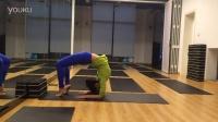 高难度瑜伽体式- 肘倒立反转