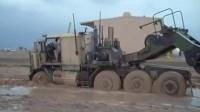 军用坦克牵引车泥地趴窝,看看是怎么救援的吧!