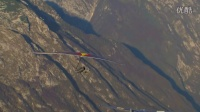 悬挂式滑翔者触碰滑翔机