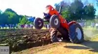 给这位机手点赞:在耕地的时候还把车头抬起来