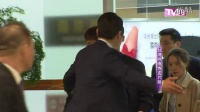 李钟硕访台获大批粉丝接机现场混乱; 快闪现身活动,吸引五百名粉丝撑场。
