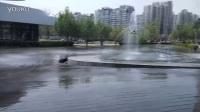 创意视频:无人机穿越喷泉