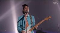 """4、Prince Performs """"Purple Rain"""" During Downpour   Super Bowl XLI Halftime Sho"""