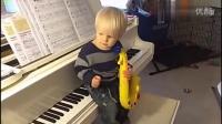 1岁半的宝宝自己穿衣洗澡刷牙...果然是别人家的孩子!