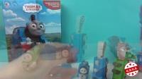 托马斯和他的朋友们变形金刚机器人!赛车总动员托马斯小火车轨道车玩具视频!