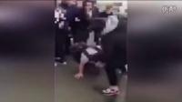 英国女学生惨遭殴打 围观者却冷眼旁观