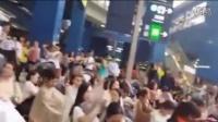 香港上百名妈妈地铁上公开哺乳 抗议歧视