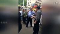 网爆福建寿宁县城管如土匪 当街拿砖石欲打人