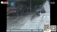 【阳光创译】路面突然塌陷 20吨水泥罐车断成两截