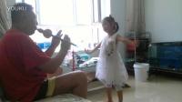 四岁多多给爷爷伴舞《婚誓》20160607~甜菇茑