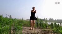 自由自在沙滩上跳