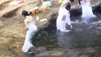 韩国 青春学堂 遇到美女集体洗澡 男人们都疯了