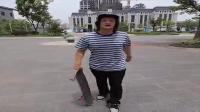 滑板怎样摔跤,怎样保护自己