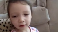 2岁半的中美混血萌娃Lucy,中英文翻译毫无压力