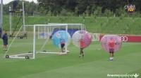 【搞笑】巴塞罗那在圣乔治公园集训进行另类泡泡球训练