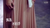 周二LOOK白衬衫+浅色百褶裙