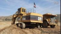 卡特彼勒5130B 挖掘机在装载 773B 卡车