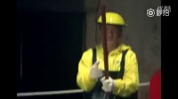 吴京和世界冠军邹市明斧头对战,斧头靶都断了