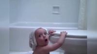 实拍小宝宝上厕所 一打开马桶盖 宝宝的世界观崩塌了【壹播趣闻】