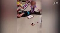 母亲吸毒过量晕倒  2岁女儿拉扯痛哭画面心酸