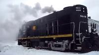 零下几十度的气温火车头冷启动,真怕它一不小心熄火了